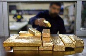 Przygotowanie sztab złota do transportu
